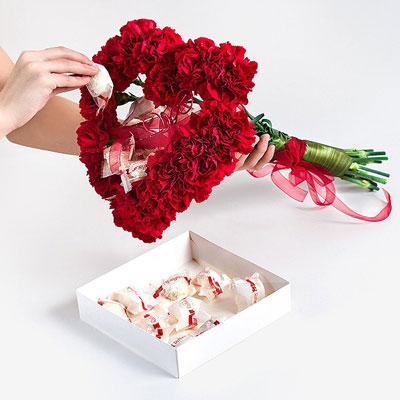 Букет-сердце из гвоздик и конфет (МК) конфеты, букет конфетный, букет на День Влюбленных, букет-сердце, букет из гвоздик, букет из живых цветов, букет для женщин, гвоздики, цветы, цветы на День влюбленных, букет в подарок, букет конфетный своими руками, букет своими руками, подарки своими руками, мастер-класс, мастер-классы конфетных букетов, идеи, идеи на День Влюбленных, 14 февраля, День святого Валентина, http://handmade.parafraz.space/