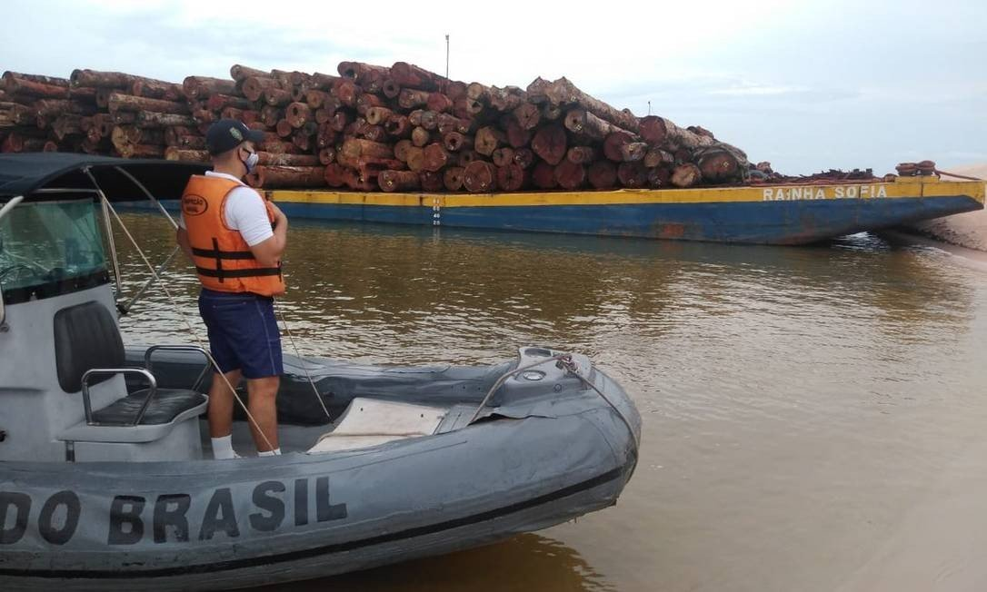 Marinha flagra transporte ilegal de madeira em Santarém em plena noite de Natal