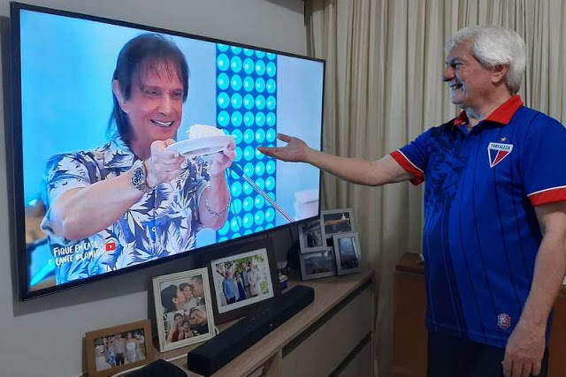 Roberto Carlos fez a sua primeira live