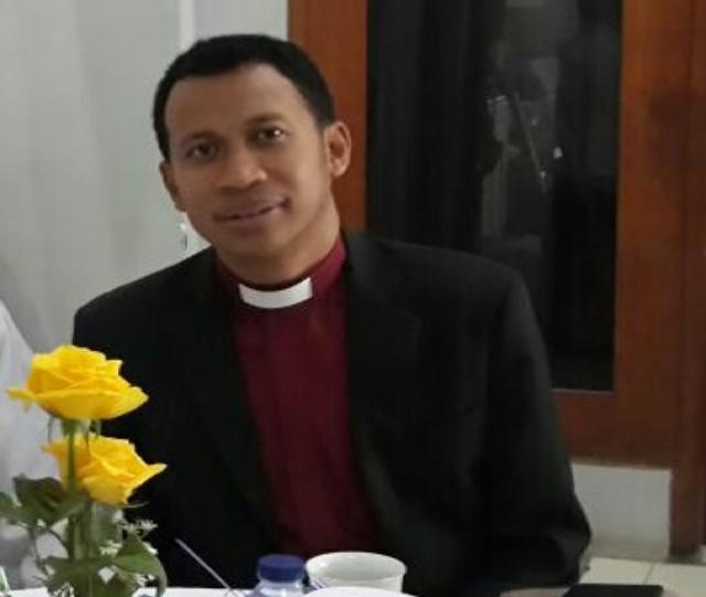 Pesan Natal, Pendeta Alfred Anggui: Natal Ingatkan Kita untuk Peduli dan Siap Berbagi Kasih