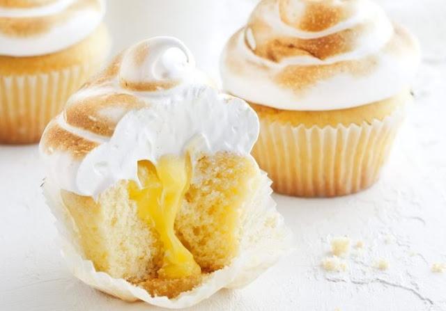 Lemon Meringue Cupcakes #cupcakes #desserts