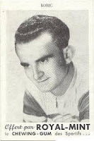 Le coureur cycliste Jean Robic posait pour les chewing-gums Royal-Mint