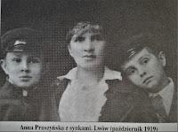 Anna Pruszyńska z synkami. Lwów 1919