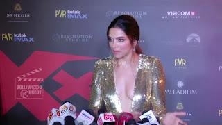 Deepika Padukone Promoting   Return of Xander Cage in India in Golde Gown 02 .xyz.jpg