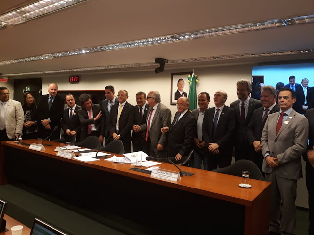 Resultado de imagem para imagens de Prefeitos pernambucanos atentos na Comissão especial que aprova PEC do 1% do FPM