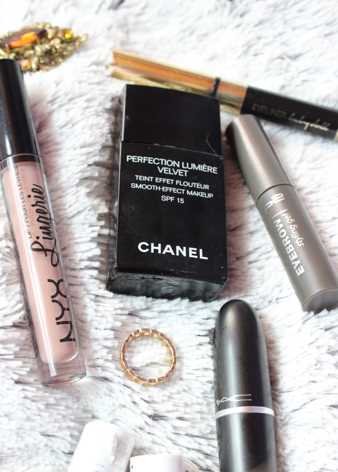chanel foundation perfection lumiere review
