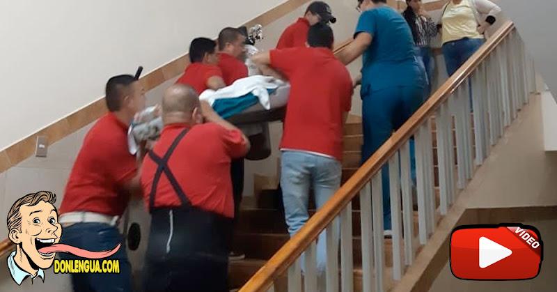 En el Hospital José Gregorio Hernández los cadáveres bajan por las escaleras por falta de ascensor