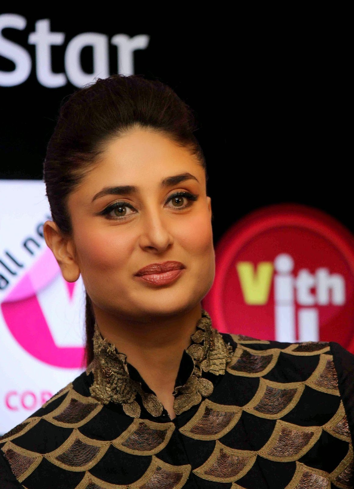 High Quality Bollywood Celebrity Pictures Kareena Kapoor -3260
