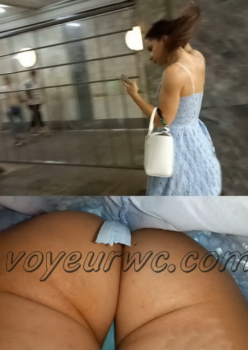 Upskirts 4106-4115 (Secretly taking an upskirt video of beautiful women on escalator)