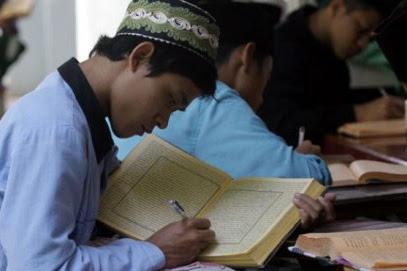 Artikel Bahasa Arab Tentang Keutamaan Menuntut Ilmu dan Artinya
