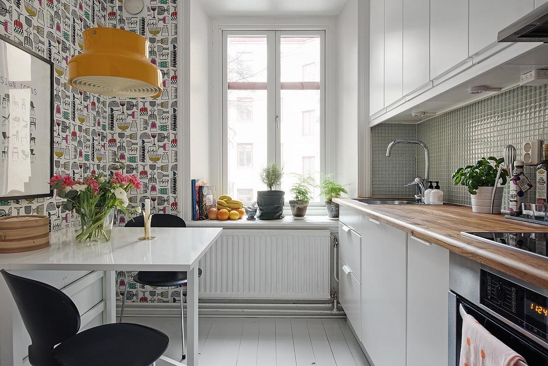 kuchnia w stylu skandynawskim, jadalnia dla dwojga, stół dla dwojga, rozkładany stół, tapeta w stylu skandynawskim