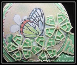 Een close-up van de vlinder met de gestanste bloemen. A close-up of the butterfly with the die-cut flowers.