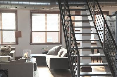loft-arredamento-soppalco-scala-acciaio
