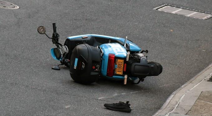 Un dominicano grave y otro lesionado al estrellarse contra poste en pasola Revel en el Alto Manhattan