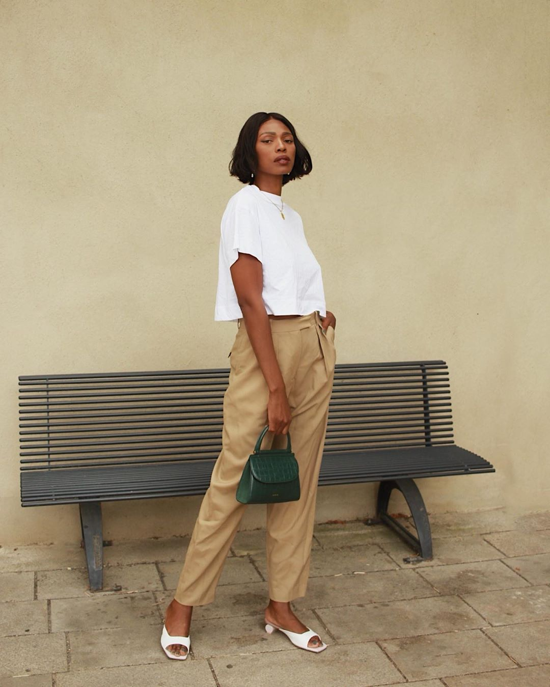 This French-Girl's Minimal Outfit is So Chic