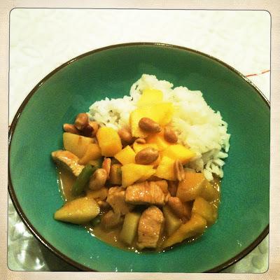 recept Thaise curry met kip, krieltjes, sperzieboontjes, mango en jasmijnrijst
