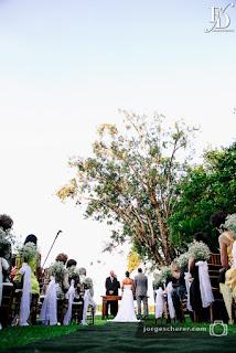 casamento com cerimônia ao ar livre em porto alegre realizado na marina ski clube cerimônia na beira do rio guaíba com decoração minimalista monocromática mesclando o clássico e o rústico por fernanda dutra eventos cerimonialista em porto alegre wedding planner em portugal destination wedding para brasileiros na europa