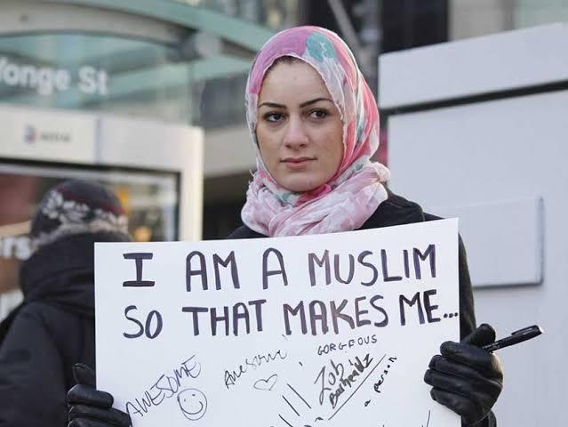 "Yang Kampanye ""No Hijab Day"" Nanti Kalau Meninggal Kafani dengan Banner Caleg Saja"