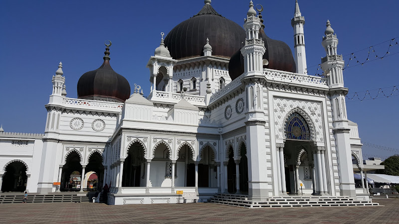 Sisi kiri masjid