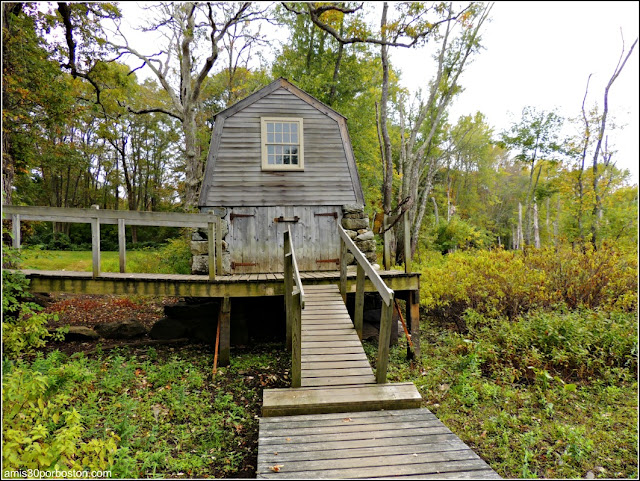 The Old Manse Boathouse