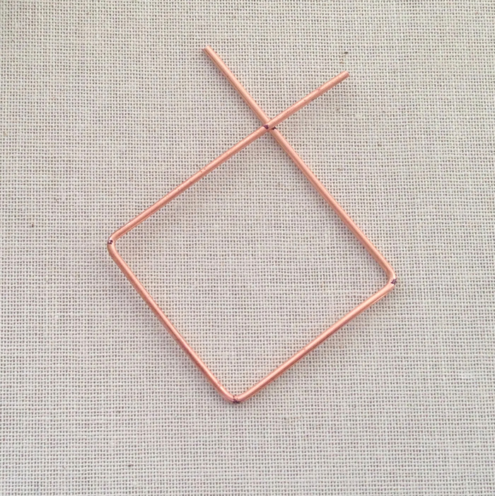 DIY: why buy store bought frames and links when you can make your own with wire.  Free tutorial to make a diamond shaped wire frame: Lisa Yang's Jewelry Blog