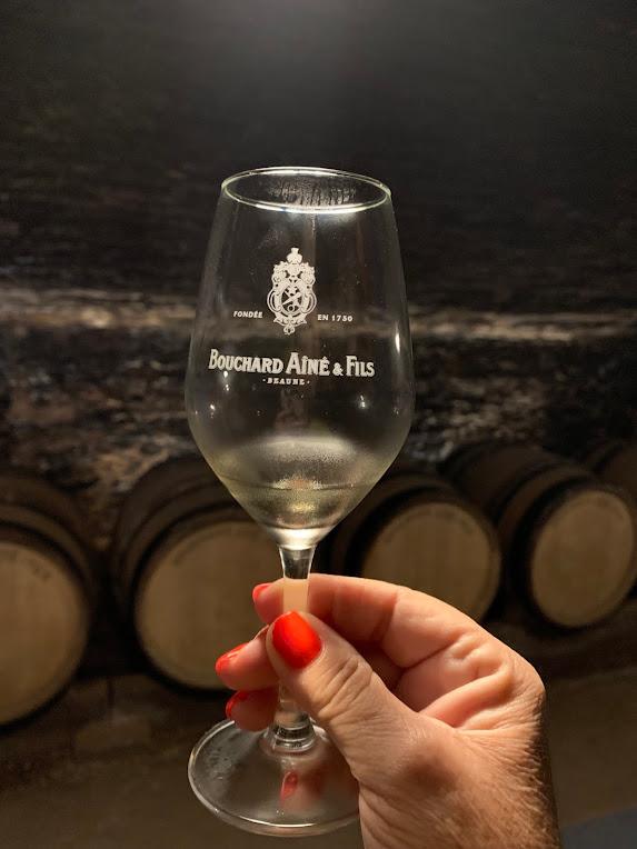 Copo de vinho gravado com o nome da cave.