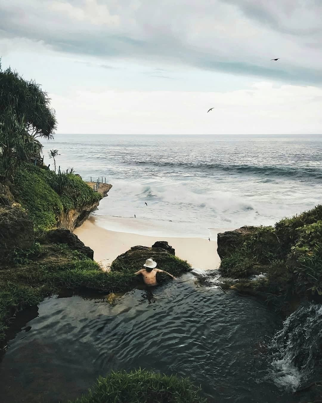 Harga Tiket Masuk Pantai Banyu Tibo