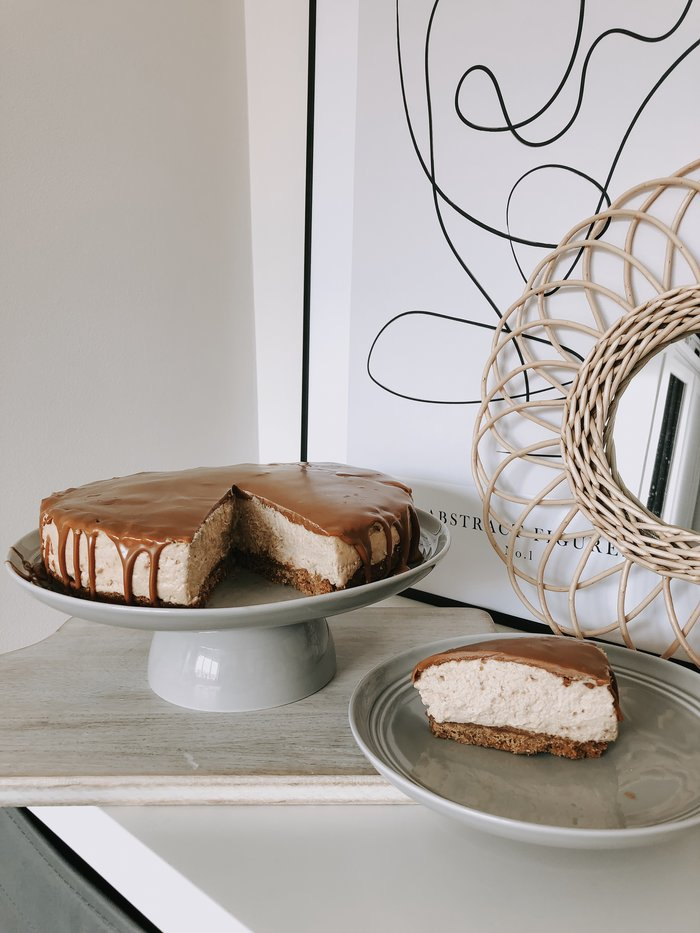 The best biscoff cheesecake recipe. An easy, delicious bake using little equipment and the infamous Biscuit spread.