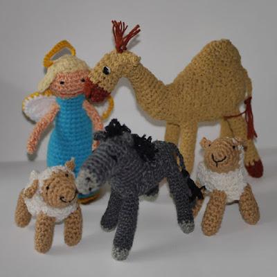Szopka, świnka morska i Elsa i Anna z krainy lodu oraz Ariel,skrzaty
