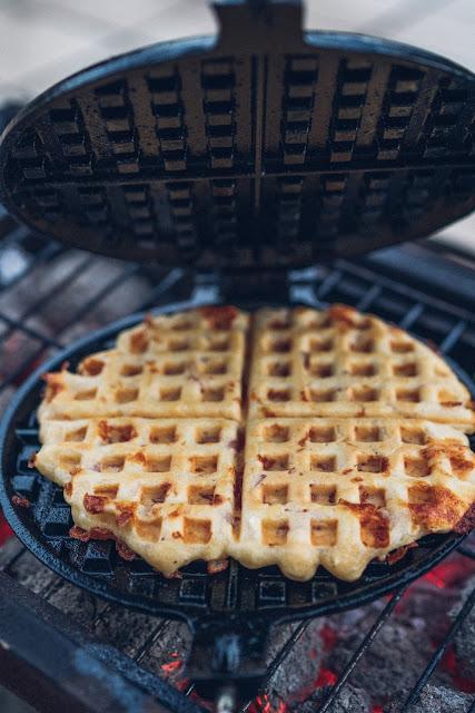 Outdoor Kitchen 09  Leckere Schinken-Käse-Waffeln aus dem Cast-Iron Waffeleisen  Waffle-Iron-Recipes  Rezepte Waffeleisen  Pie-Iron 11