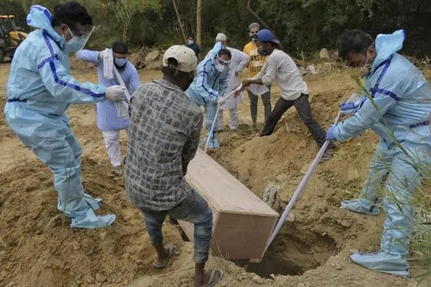 India has recorded a record high number of COVID-19 deaths in the past 24 hours (Image AP)
