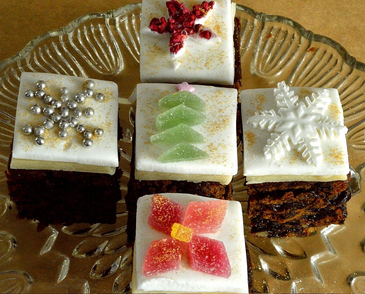 Chocolate Christmas Tree Biscuits and Mini Christmas Cakes ...