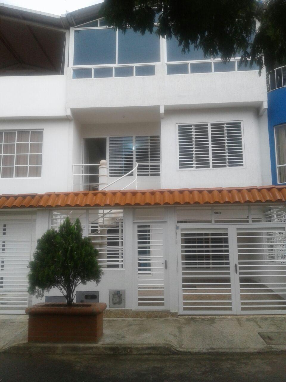 Casa De 2 Pisos Pisos Mas Terraza Cr Inmobiliaria Cali