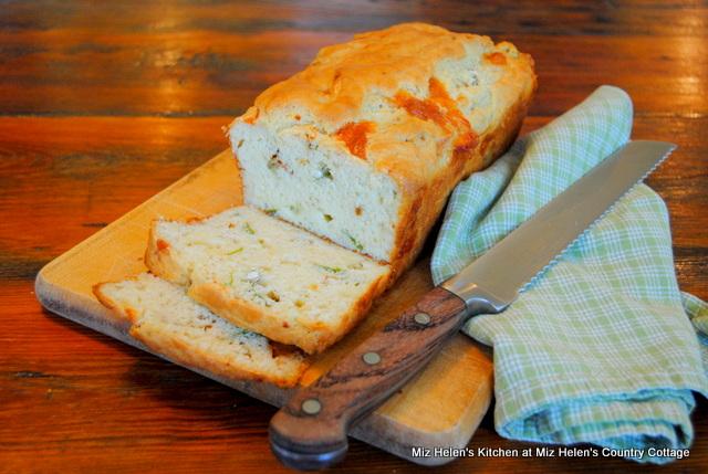 Caprese Garden Bread at Miz Helen's Country Cottage