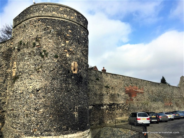 muralla y castillo de Canterbury