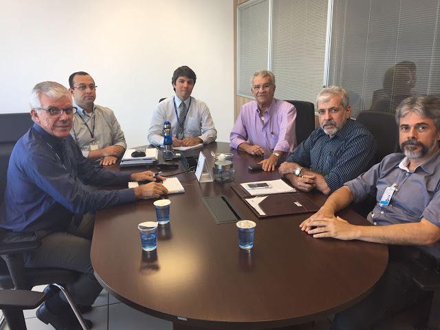Prefeito se reúne com representantes da Compesa