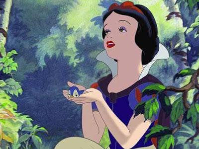 Biancaneve canta con un uccellino dal classico Disney del 1937