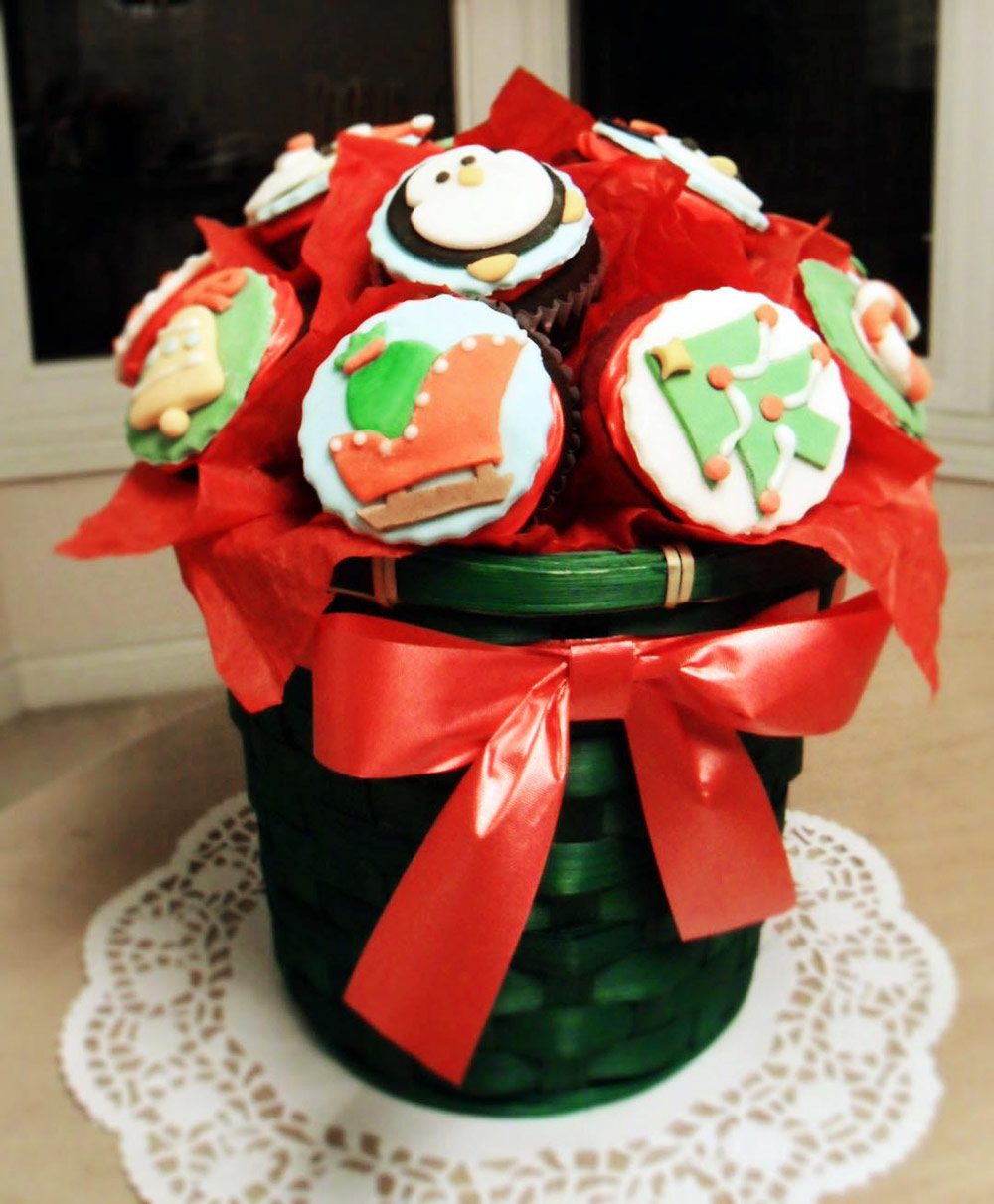 Christmas Cupcakes Bouquet - DIY Holiday Gift Ideas