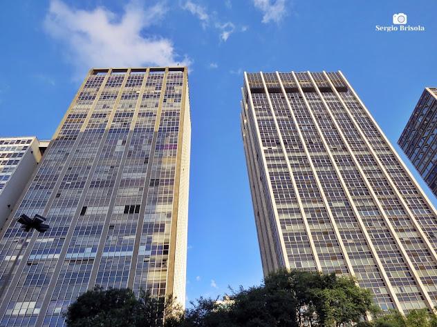 Perspectiva inferior das fachadas dos Edifícios Grande São Paulo e Mercantil Finasa - Centro - São Paulo