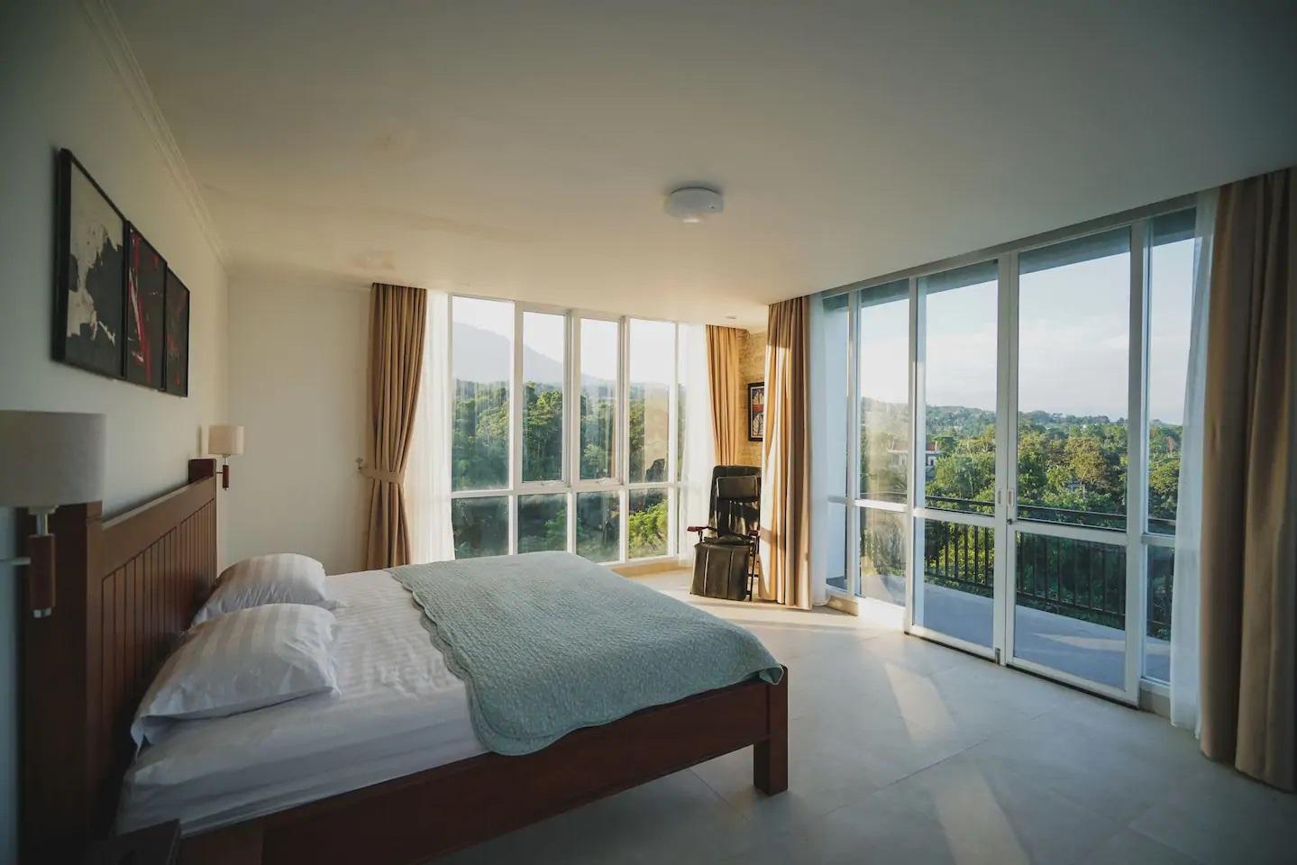 rekomendasi villa di puncak dengan pemandangan gunung