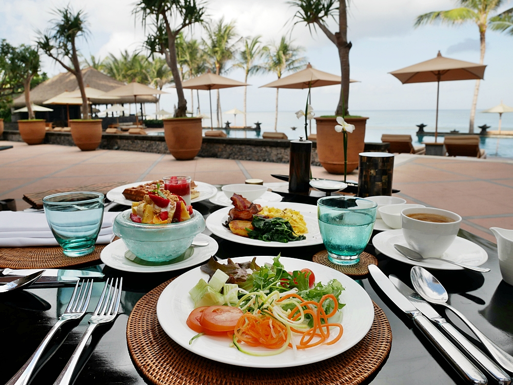 EAT BREAKFAST & CHILL IN LUXURY AT THE LEGIAN BALI