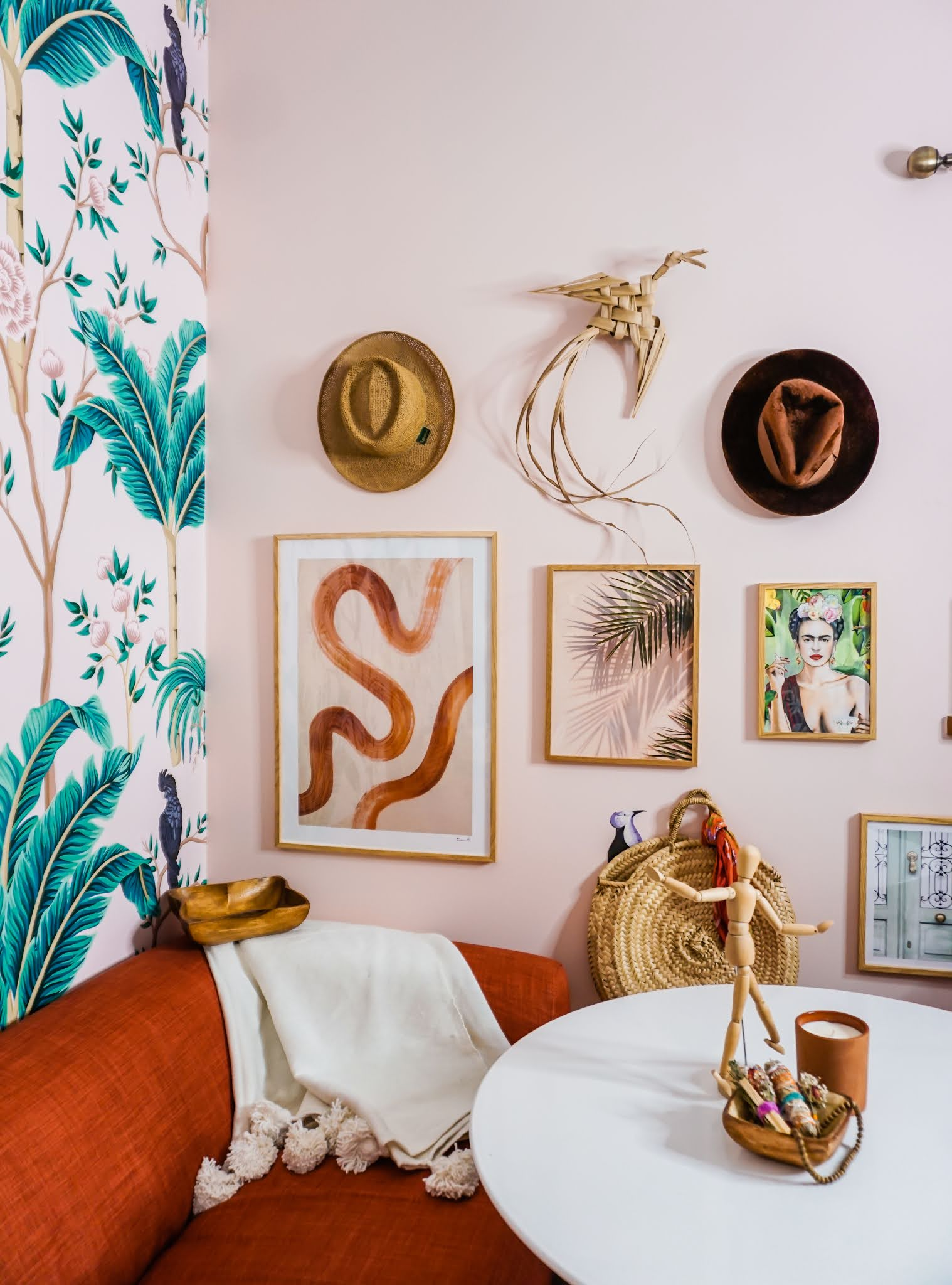 Chinoiserie office // how to brighten room with a mural // how to brighten room with wallpaper // office inspiration // boho office ideas // Chinoiserie office // pink Chinoiserie // pink tropical office inspo // removable murals // limitless walls mural review // rust and pink decor // boho Chinoiserie decor // pink and burnt orange  decor inspo // tropical bird wallpaper // tropical birds mural // boho gallery wall // Frida gallery wall // Frida Kahlo print // boho prints // boho office decor // light pink tropical office // light pink room // Clare baby soft