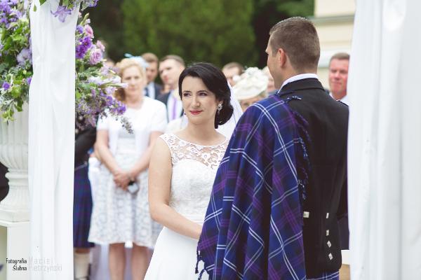 Kolczyki ślubne na Pannie Młodej