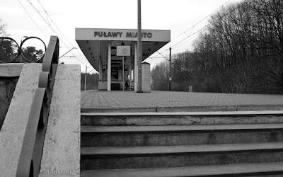 http://fotobabij.blogspot.com/2016/01/zdjecie-dworzec-pkp-puawy-schody-peron.html