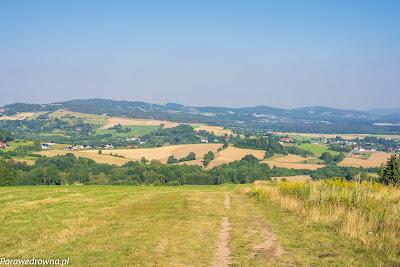 Wieś Dziwiszów widziana z Góry Szybowcowej