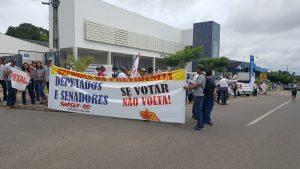 Em Ji-Paraná (RO), a cerca de 370 quilômetros de Porto Velho, a manifestação acontece em frente ao INSS, na Rua Presidente Vargas, no Centro. De acordo com a organização, o movimento iniciou por volta das 8h30 e encerrou por volta das 14h.