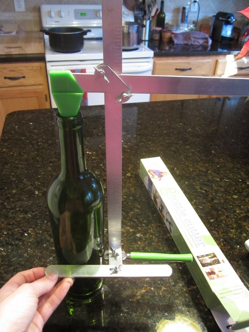 wine cork diy how to successfully cut glass bottles. Black Bedroom Furniture Sets. Home Design Ideas