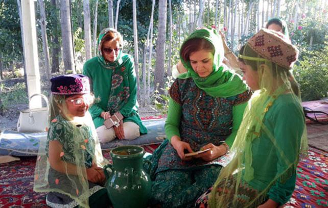 Fâl-e kuzeh: ritual de ler a sorte no jarro de água