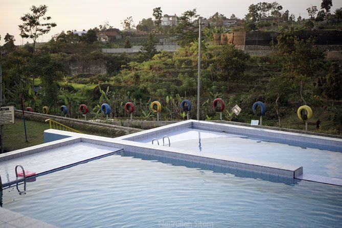 Kolam renang di Agrowisata Amanah Karanganyar