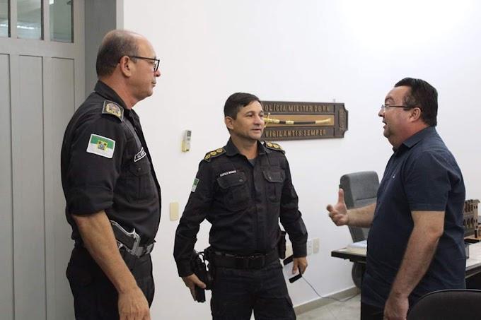 Prefeito Mauricinho se reúne com Comandante Geral da PM para solicitar nova viatura e tratar da segurança para o Carnaval